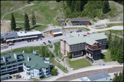 Alpinglow Lodge Big Mountain Spring Aerial